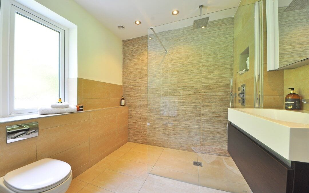Using screed for a wet room floor